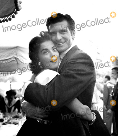 Hugh OBrian Photo - Natalie Wood and Hugh Obrian Supplied by Globe Photos Inc