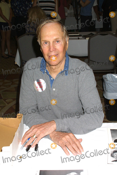 Alan Sues Photo - - Hollywood Collectors and Celebrity Show the First Annual Stars of the Zone Convention (Twilight Zone) Beverly Garland Hotel North Hollywood CA 08-24-02 Photos by Ed GellerGlobe Photos Inc