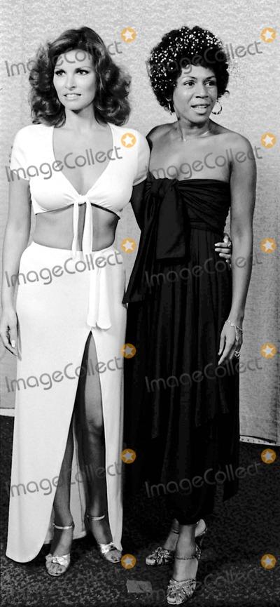 Raquel Welch Photo - Raquel Welch at Rock Awards 891975 9949 Photo by Phil RoachipolGlobe Photos Inc