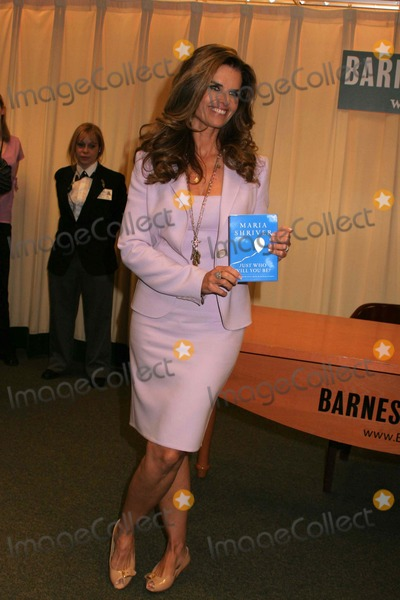 Maria Shriver Photo - Maria Shriver Signs Copies of Her New Book Just Who Will You Be at Barnes  Noble in New York on April 23 2008 Photo by Paulschmulbach-Globe Photos