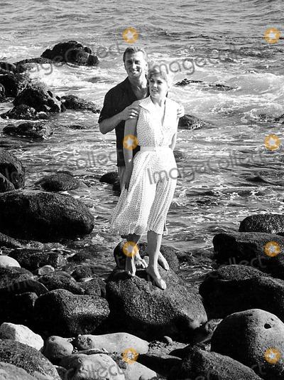 Kim Novak Photo - Kirk Douglas and Kim Novak Supplied by Don OrnitzGlobe Photos Inc