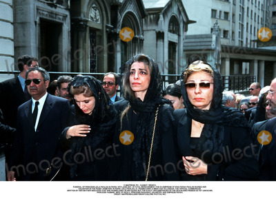 As Yet Photo - IMAPRESS PH  CLEMOT  BENITOFUNERAL OF PRINCESS LEILA PAHLAVI IN PARIS 16TH JUNE 2001 IN TOTAL BEREAVEMENT THE EX-EMPRESS OF IRAN FARAH PAHLAVI BURIED HER DAUGHTER IN THE PASSY CEMETERY IN PARIS LEILA PAHLAVI 31 PASSED AWAY A WEEK AGO IN LONDON THE OFFICIAL COMMUNIQUE WRITTEN BY HER MOTHER INDICATED THAT SHE PASSED AWAY IN HER SLEEP BUT THE EXACT CIRCUMSTANCES OF THE DEACEASED REMAIN AS YET UNKNOWNPRINCESS YASMINE WIFE OF REZA II PRINCESS FARAHNAZ HIS SISTER AND EMPRESS FARAHCREDIT IMAPRESSCLEMOTBENITOGLOBE PHOTOS INC