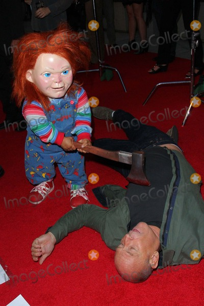 Chucky Photo - Corbin Bernsen Chucky Attend Halloween Horror Nights Eyegore Awards at Universal Studios September 20 2013 in Universal City Causaphoto TleopoldGlobephotos