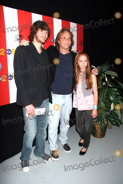 Liliana Mumy Photo - I12036CHW JULY 4TH EXTRAVAGANZA SPONSORED BY THE STUDIO CITY CHAMBER OF COMMERCE TO BENEFIT THE NORTH HOLLYWOOD HIGH SCHOOL MUSIC DEPARTMENT  CBS STUDIO CENTRE-STAGE12 STUDIO CITY CA 07-04-07 BILLY MUMY WITH SON SETH MUMY AND DAUGHTER LILIANA MUMY   PHOTO CLINTON H WALLACE-PHOTOMUNDO-GLOBE PHOTOS INC