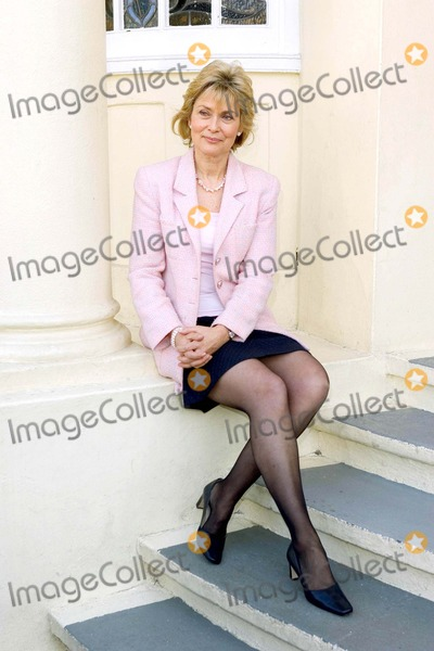 Alexandra Bastedo Photo - Alexandra Bastedo Beyond Reasonable Doubt -Photocall - New Wimbledon Theatre London Uk 3-16-2005 Photo Bygary Barnet-globelinkuk-Globe Photos Inc 2005
