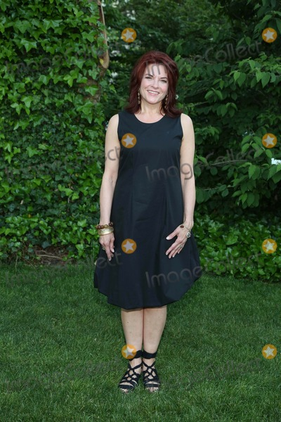 ROSEANNE CASH Photo - Bette Midlers New York Restoration Project Celebrates 18 Years at the 12th Annual Spring Picnic Gracie Mansion NYC May 30 2013 Photos by Sonia Moskowitz Globe Photos Inc 2013 Roseanne Cash