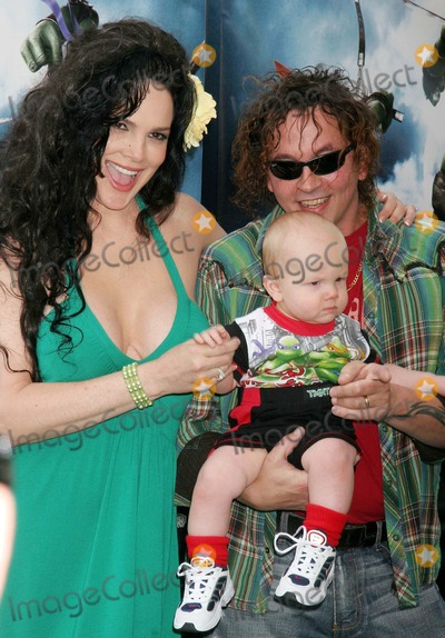 Julie Strain Photo - Tmnt World Premiere Graumans Chinese Theatre Hollywood CA 03-17-2007 Julie Strain and Husband Kevin Eastman - Co-creator of Teenage Mutant Ninja Turtles and Son Photo Clinton H Wallace-photomundo-Globe Photos Inc