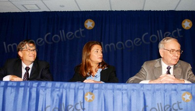Melinda Gates Photo - K48440WRWarren Buffet has pledged 10 million   class B shares of Berkshire Hathaway Corp to the Bill and Melinda Gates Foundation (Valued at approx 31B)  The press conference  took place at the Sheraton Hotel in Manhattan  on June 26 2006PHOTO BY WILLIAM REGAN-GLOBE PHOTOSINCBILL_MELINDA GATES_WARREN BUFFETT