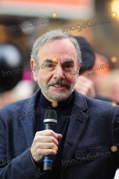 Neil Diamond Photo - Neil Diamond Rockefeller Center NY 10-20-2014 Photo by - Ken Babolcsay IpolGlobe Photo