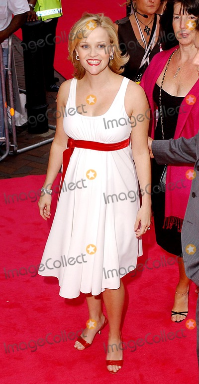 Anthea Turner Photo - Paul Hennessy GlobelinkukcomGlobe Photos Inc K31882 07232003 000143 Reese Witherspoon Legally Blonde 2 Uk Film Premiere -Warner West End London