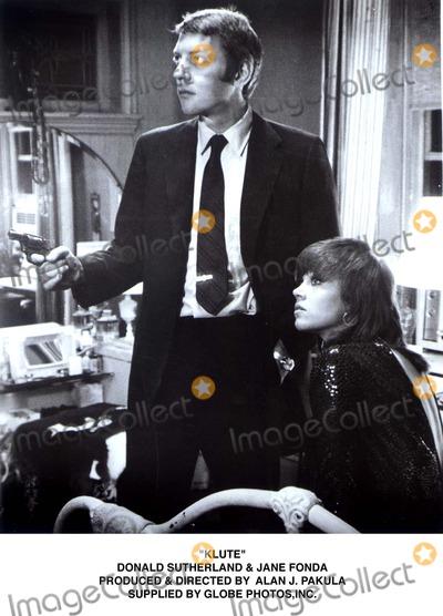 Alan J Pakula Photo - Klute Donald Sutherland  Jane Fonda Produced  Directed by Alan J Pakula Supplied by Globe Photos Inc