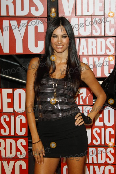 Alina Puscau Photo - Model Alina Puscau the Mtv Video Music Awards at Radio City Music Hall in New York on 09-13-2009 Photo by Alec Michael-Globe Photos Inc