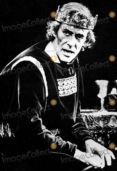 Peter OToole Photo - Peter Otoole As Macbeth at Londons Old Vic Theatre 1980 Supplied by Globe Photos Inc Peterotooleretro