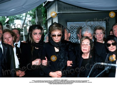 As Yet Photo - IMAPRESS PH  CLEMOT  BENITOFUNERAL OF PRINCESS LEILA PAHLAVI IN PARIS 16TH JUNE 2001 IN TOTAL BEREAVEMENT THE EX-EMPRESS OF IRAN FARAH PAHLAVI BURIED HER DAUGHTER IN THE PASSY CEMETERY IN PARIS LEILA PAHLAVI 31 PASSED AWAY A WEEK AGO IN LONDON THE OFFICIAL COMMUNIQUE WRITTEN BY HER MOTHER INDICATED THAT SHE PASSED AWAY IN HER SLEEP BUT THE EXACT CIRCUMSTANCES OF THE DEACEASED REMAIN AS YET UNKNOWNPRINCESS FARAHNAZ EMPRESS FARAH AND PRINCESS ASHRAFCREDIT IMAPRESSCLEMOTBENITOGLOBE PHOTOS INC