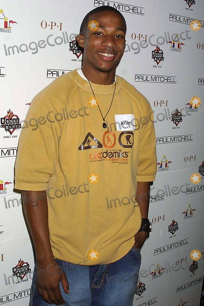 Arlen Escarpeta Photo - Paul Mitchell and Opi Join the Starbright Foundation in Bringing Holiday Fun to Seriously Ill Children House of Blues West Hollywood CA 120903 Clinton H WallaceipolGlobe Photos Inc 2003 Arlen Escarpeta ( American Dreams )