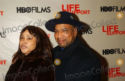 ANDREA WILLIAMS Photo - Hbos Life Support New York Screening-outside Arrivals Chelsea West Cinemas-new York City 03-05-07 Photo by Ken Babolcsay-ipol-Globe Photos Inc Andrea William