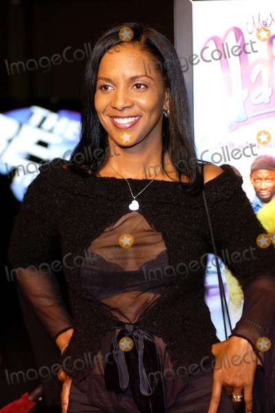 April Weeden Washington Photo - Hair Show Los Angeles Premiere at Magic Johnson Theaters Los Angeles California 10132004 Photo by Valerie GoodloeGlobe Photos Inc 2004 April Weeden Washington