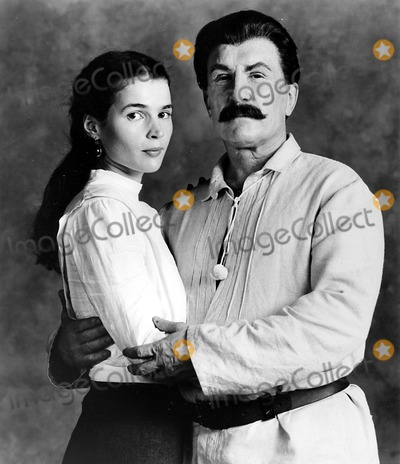 Julia Ormond Photo - Julia Ormond and Robert Duvall As Stalin Supplied by Globe Photos Incrangefinders