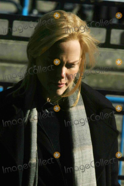 Nicole Kidman Photo - Sydney Pollack and Nicole Kidman Filming the Interpreter on 46th St and 1st Ave Near the United Nations Building New York City 03072004 Photo by John BarrettGlobe Photos Inc Nicole Kidman