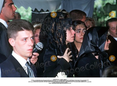 As Yet Photo - IMAPRESS PH  CLEMOT  BENITOFUNERAL OF PRINCESS LEILA PAHLAVI IN PARIS 16TH JUNE 2001 IN TOTAL BEREAVEMENT THE EX-EMPRESS OF IRAN FARAH PAHLAVI BURIED HER DAUGHTER IN THE PASSY CEMETERY IN PARIS LEILA PAHLAVI 31 PASSED AWAY A WEEK AGO IN LONDON THE OFFICIAL COMMUNIQUE WRITTEN BY HER MOTHER INDICATED THAT SHE PASSED AWAY IN HER SLEEP BUT THE EXACT CIRCUMSTANCES OF THE DEACEASED REMAIN AS YET UNKNOWNA GRIEF STRICKEN PRINCESS YASMINECREDIT IMAPRESSCLEMOTBENITOGLOBE PHOTOS INC