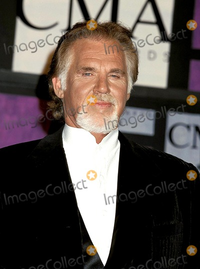 Kenny Rogers Photo - Sd0922 33rd Annual Country Music Awards at the Grand Ole Opry Theatre in CA Kenny Rogers Photo Bytammie ArroyoipolGlobe Photos Inc