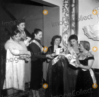 Geraldine Page Photo - Actors Fund Benefit Leslie Caron Joyce Grenfell Vivica Lindfors Geraldine Page Rita Gam Helen Hayes Photo Nate CutlerGlobe Photos Inc