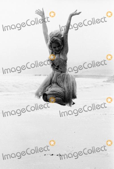 Joey Heatherton Photo - Joey Heatherton 1963 19586 MuldrowGlobe Photos Inc