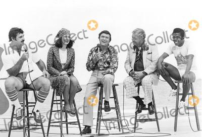 Jackie Gleason Photo - The Mike Douglas Show 1976 Larry Czonka Phyllis George Mike Douglas Jackie Gleason and Ben Vereen Credit Smp-Globe Photos Inc Mikedouglasretro