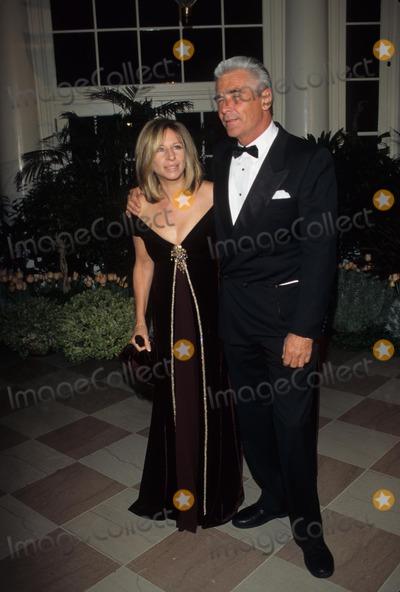 Tony Blair Photo - James Brolin with Barbara Streisand State Dinner For the British Pm Tony Blair at the White House 1998 K11275jkel Photo by James M Kelly-Globe Photos Inc