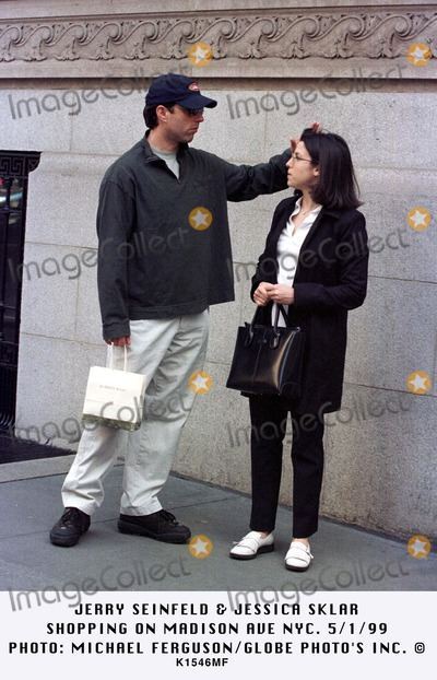 Jerry Seinfeld Photo - 050199 Jerry Sienfeld  Jessicaa Sklar Shopping on Madison Ave NYC Photo Michael FergrsonGlobe Photos Inc