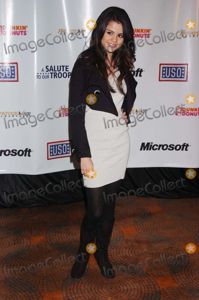 Selena Gomez Photo - A Salute to Our Troops Hosted by Microsoft and the Uso the Rainbow Room New York City NY Photo by John Krondes - Globe Photos Inc 2007 Selena Gomez