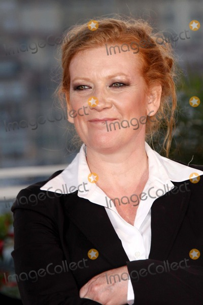 Andrea Arnold Photo - Jury Prize Winning Director Andrea Arnold Poses at the Winners Photocall on Closing Night of the 2009 Cannes Film Festival at Palais Des Festivals Cannes France on May 24th 2009photo by Alec Michael-Globe Photos K61883am