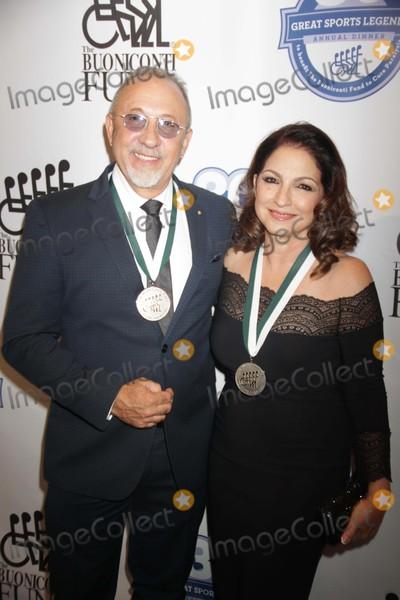 Emilio Estefan Photo - Gloria Estefanemilio Estefan at 30th Annual Great Sports Legends Dinner Benefit For the Buoniconti Fund to Cure Paralysis at Waldorf Astoria 10-6-