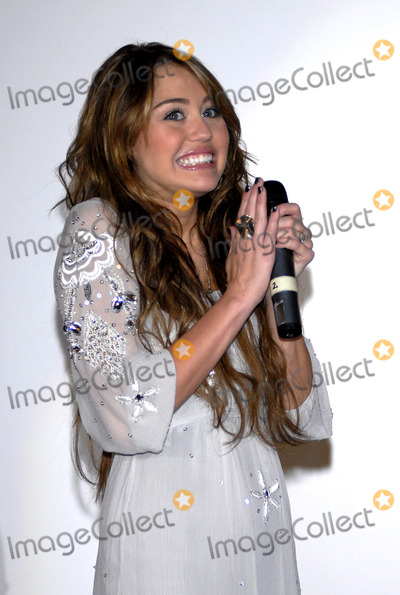 Hannah Montana Photo - Miley Cyrus Hannah Montana the Movie Premiere Mathaeser Palast Munich Germany 04-25-2009 Photo by Roger Harvey-Globe Photos Inc 2009