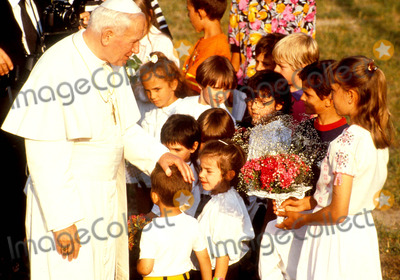 John Paul Photo - Pope John Paul Ii on Holiday in Val Daosta Italy Photo O Ferrario  Globe Photos Inc 1991