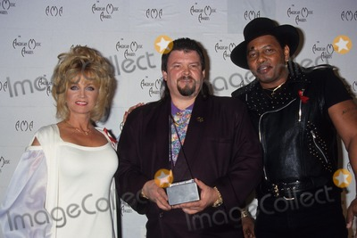Aaron Neville Photo - Barbara Mandrell with Jeff Cook  Aaron Neville at American Music Awards 1994 L7496lr Photo by Lisa Rose-Globe Photos Inc