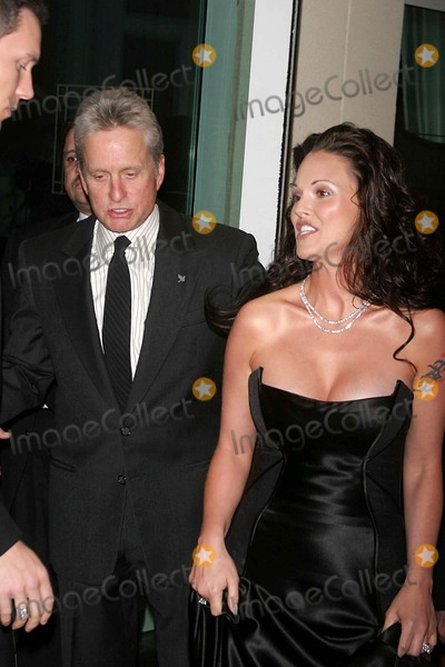 ANNA BENSON Photo - Children at Heart Gala-celebrity Fantasy Auction at Pier 60  New York City 11-22-2004 Photo by John BarrettGlobe Photosinc Michael Douglas_anna Benson