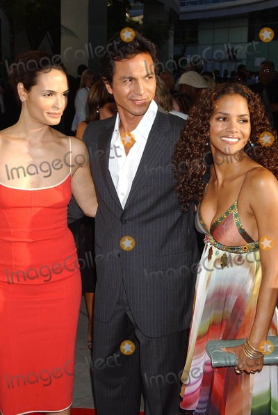 Halle Berry Photo - Catwoman World Premiere at the Cinerama Dome Theatre Hollywood CA 07192004 Photo by Miranda ShenGlobe Photos Inc 2004 Talisa Soto Husband Benjamin Bratt and Halle Berry