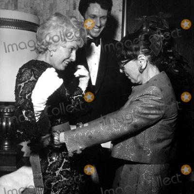 Barbara Stanwyck Photo - Barbara Stanwycknolan Milleredith Head Photo Nate CutlerGlobe Photos Inc