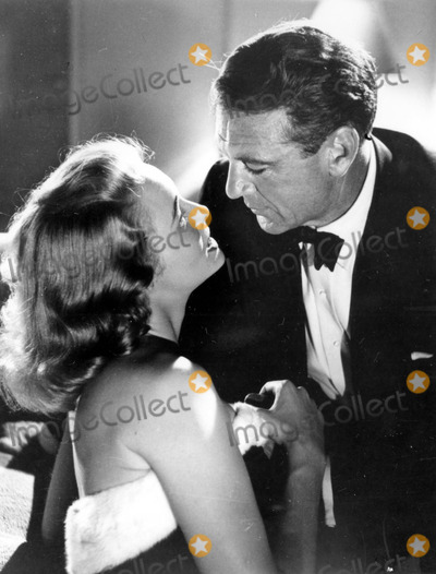 Patricia Neal Photo - Patricia Neal and Gary Cooper in Fountainhead 30030 Photo by Globe Photos Inc Patricianealretro