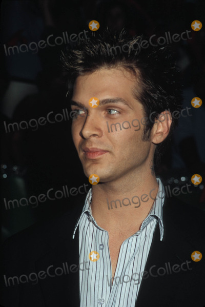 Alan McCune Photo - Surviving Christmas Premiere at the Chinese Theatre New York City 10142004 Photo Phil Roach Ipol Globe Photos Inc 2004 Alan Mccune