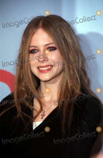 Avril Lavigne Photo - Premiere of Avril Lavignes My World Concert Dvd at Amc 25 Theatre New York City Photo by John ZisselipolGlobe Photos Inc