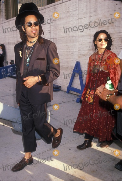 Lenny Kravitz Photo - Lenny Kravitz with Lisa Bonet 1989 Photo by Michael Ferguson-Globe Photos Inc