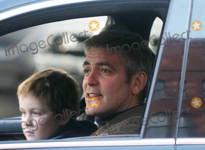 AUSTIN WILLIAMS Photo - Filming of Movie Michael Clayton in Lower Manhattan on Hudson St Date 02-18-06 Photo by John Barrett-Globe Photosinc George Clooney and Austin Williams