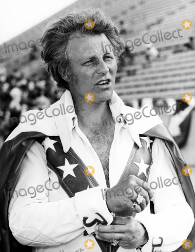 Evel Knievel Photo - Evel Knievel Wearing Some of His Diamond Rings in a Scene From Viva Knievel 1061977 Phil RoachipolGlobe Photos Inc