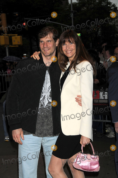 Alexi Yashin Photo - Paramount Pictures Hosts Fan Screening of Indiana Jones and the Kingdom of the Crystal Skull Amc Loews Lincoln Square NYC 05-21-2008 Photo by Ken Babolcsay Ipol-Globe Photos 2008  Alexi Yashin and Carol Alt