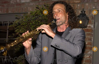 Kenny G Photo - K43379VGCHAKA KHAN 2ND ANNUAL GALA DINNER TO BENEFIT THE CHAKA KHAN FOUNDATION   IN BEVERLY HILLS CALIFORNIA  05-21-2005THE CHAKA KHAN FOUNDATION LAST YEAR ALONE RAISED 14 MILLION THROUGH EFFORTS  THE FOUNDATION HELPS WOMEN AND CHILDREN AT RISK AND BENEFITS AUTISM RESEARCH AWARNESS AND THERAPY PHOTO BY VALERIE GOODLOE-GLOBE PHOTOS INC  2005KENNY G
