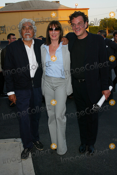 Angelica Huston Photo - Ivans Xtc Premiere at Raleigh Studios in Los Angeles CA Angelica Huston and Husband Robert Graham Wih Her Brother Danny Huston Photo by Fitzroy Barrett  Globe Photos Inc 6-4-2002 K24934fb (D)