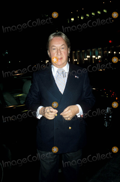 Arnold Scaasi Photo - Serena Bass Book Signing  Serena Food and Stories  at Bergdorf Goodman in New York City 11-8-2004 Photo Byrose HartmanGlobe Photos Inc 2004 Arnold Scaasi