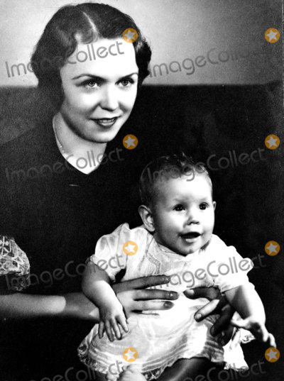 Elizabeth Montgomery Photo - Elizabeth Montgomery and Her Mother Photo by Globe Photos